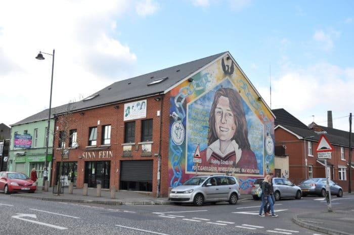 Mural homenageia Bobby Sands, revolucionário do IRA que morreu por greve de fome   Foto Zizo Asnis