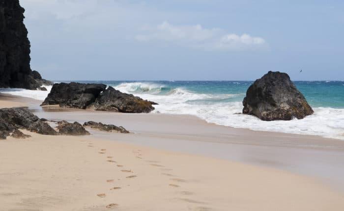 Hanakapiai, praia a cerca de 3km do início da trilha | Foto Brian (CC BY-NC-SA 2.0)
