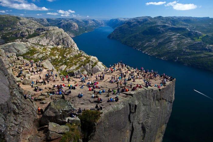Preikestolen, cartão postal máximo do Lysefjord   Foto Svein-Magne Tunli - tunliweb.no (CC BY-SA 3.0)