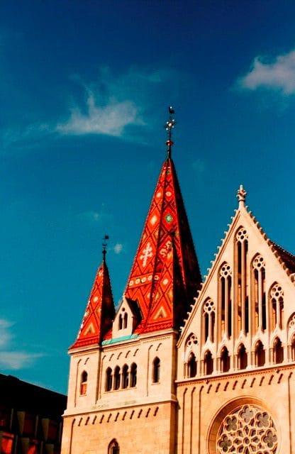 Matyás-Templom: esta igreja tem um telhado que está entre os primeiros colocados no meu ranking pessoal de telhados fofos.
