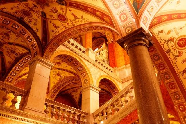 Magyar Allami Operaház (Ópera): Vale espiar o hall, mesmo se você não for assistir ao espetáculo (é possível comprar um ingresso só para visitar o prédio também).